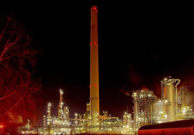 Rafinerie Hamburg, via Flickr.