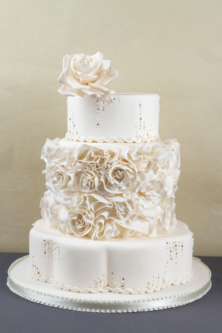 wedding cake sugar crystals 93 best petal pan shaped cakes images on 25815