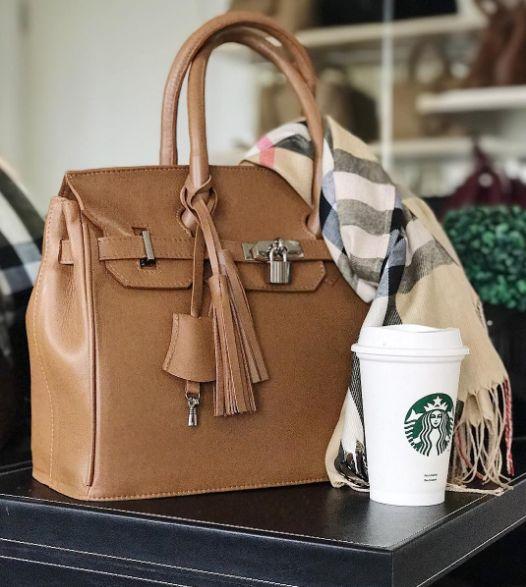 Fernanda Gregorin bolsas femininas e acessórios de design próprio. Coleções com design exclusivo. Loja virtual, compre pelo site. Modelos clássicos e modernos.