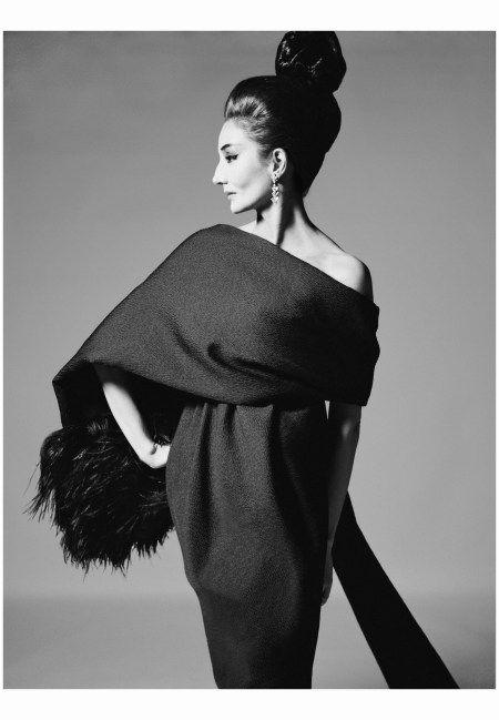 Vicomtesse Jacqueline de Ribes, dress by Yves Saint Laurent, Paris, July 31…