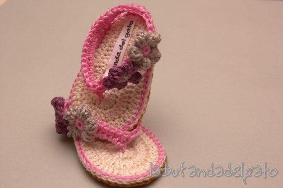 Cute crochet baby flip flops by Labufandadelgato on Etsy