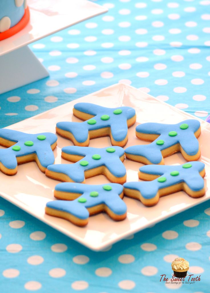 Aeroplane cookies...perfect for theme party! #CAKEDOR now giving out #transportationparty #freeprintable