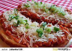 Topinky se salámovou směsí (cibule,česnek,kečup,jarní cibulka)