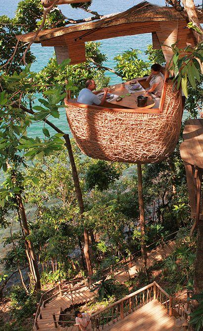 Soneva Kiri en Tailandia ofrece una verdadera experiencia de regreso a la naturaleza. Usted puede relajarse en la impresionante piscina de borde infinito o disfrutar de una amplia piscina privada en su propia villa de lujo