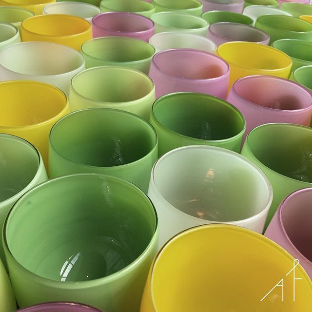 Last week in Seattle I had the chance to personally buy a beautiful @glassybaby! Amazing product with an amazing story! #afewjewels #seattle #glassybaby #candle #color #colorful #incredible #saturday #saturdaynight #special #motive #green #yellow #pink #beautiful #lovely #home #decoration #cancer #support #us #Washington #work #glass