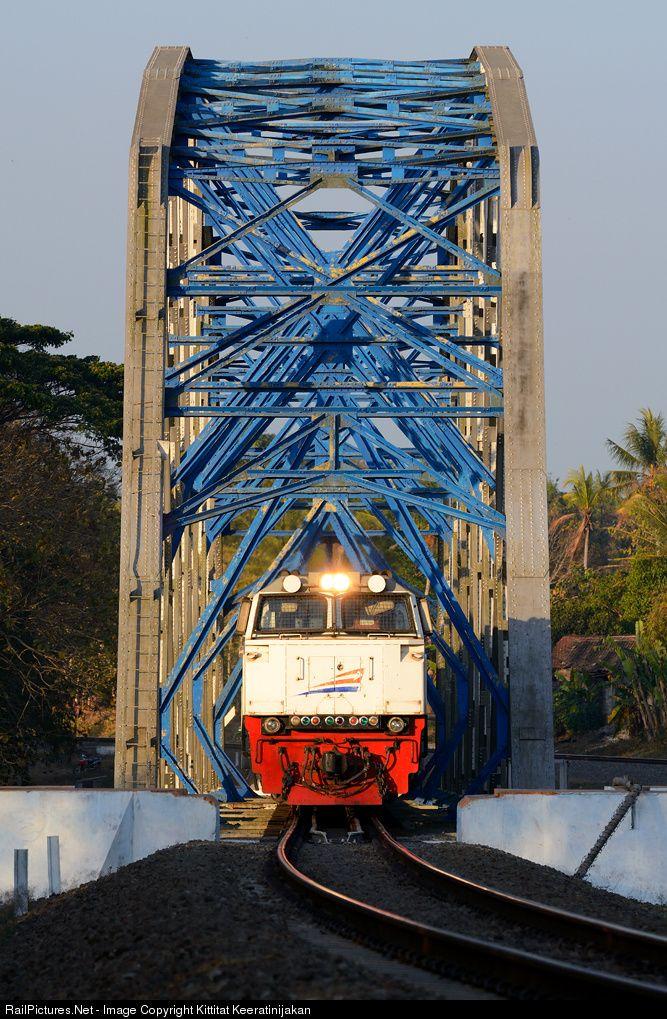 RailPictures.Net Photo: CC 206 13 46 PT Kereta Api Indonesia GE CM20EMP at Yogyakarta, Indonesia by Kittitat Keeratinijakan