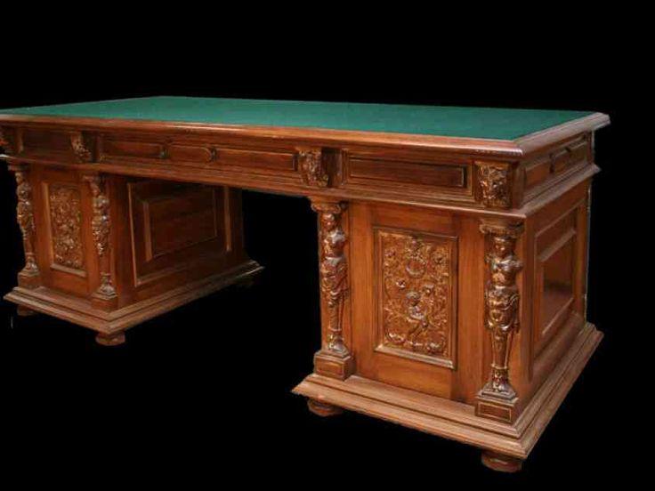 И неважно, какого она размера – маленькая и тесная или большая и просторная, кухонный стол всегда является ее центром и ее душой. А деревянный стол - тем более. О том, как выбрать кухонный стол из массива дерева - наша статья.