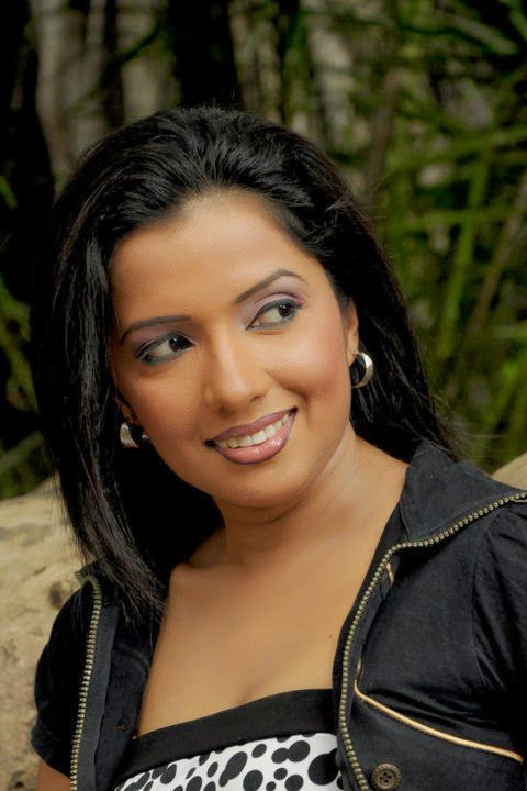 Seminude Srilankan Aunties Pics