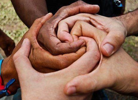 """Parentesco da alma = Como agir em família? Teu lar é um ponto bendito do Universo em q te é possível exercer todas as formas de abnegação a benefício dos outros e de ti mesmo,perante Deus. Pensa nisso e o amor te iluminará.(Emmanuel, """"Tarefas de Amor"""" , do livro No Portal da Luz) =http://pt.slideshare.net/sheilaleite/reencarnao-e-grau-de-parentesco =Afeição Simpatia Inclinações"""