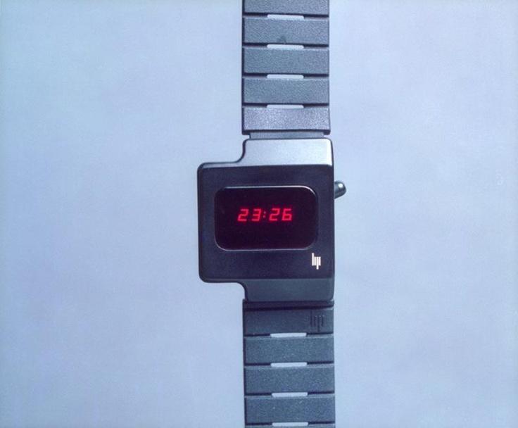 roger tallon / montre lip digitale, bracelet caoutchouc / 1976