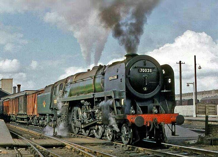 BR standard Brittania class 7 4-6-2 No 70028 'Royal Star'