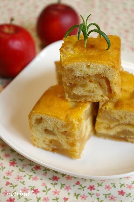 こんばんは^^ このあいだ りんごたーーっぷりケーキを作りました! イメージはタルトタタン♪  林檎は紅玉をキャラメル風味にソテーして、15セン...
