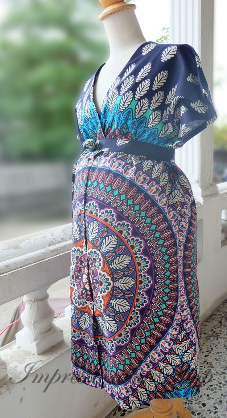 Maternity Hospital Gown, Labor and delivery gown, Snaps down Front gown delivery or Back Snap, Kimono Robe Pregnant, Mom to be by Impressionismshop on Etsy https://www.etsy.com/listing/458739240/maternity-hospital-gown-labor-and