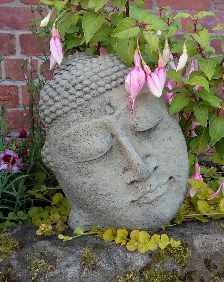 Les 25 meilleures id es de la cat gorie statue bouddha for Conception jardin chinois