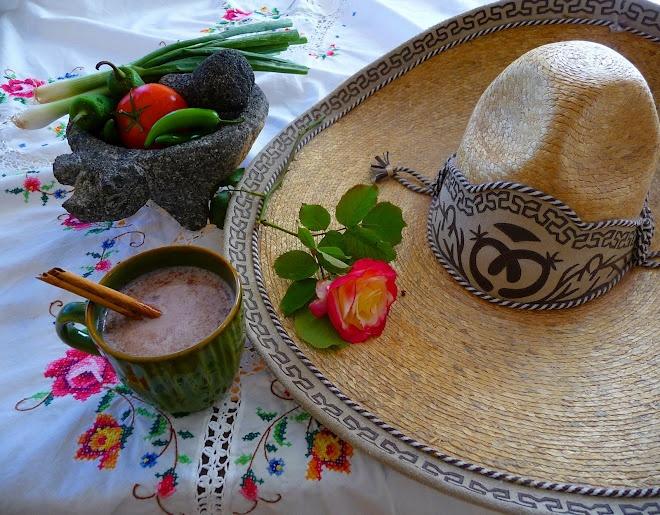 Sombrero de Charro, Chocolate y Molcajete de lo mas mexicano...