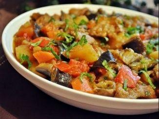 Желудки куриные по-грузински https://www.go-cook.ru/zheludki-kurinye-po-gruzinski/  Рецепт простого второго блюда, для самых экономных хозяек. И ведь в самом деле, куриные желудки — один из самых дешевых видов мяса, которое можно купить в магазине. Такое блюдо можно потреблять как самостоятельно, так и с любым гарниром Рецепт желудков куриных по-грузински Время подготовки: 15 минут Время приготовления: 1 час 15 минут Общее время: 1 … Читать далее Желудки куриные по-грузински