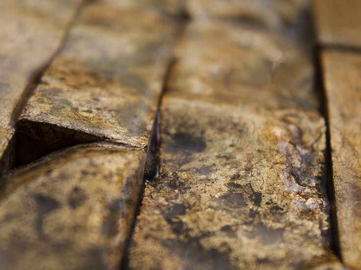 Prachtig goudgekleurd natuursteen in muurstrips.