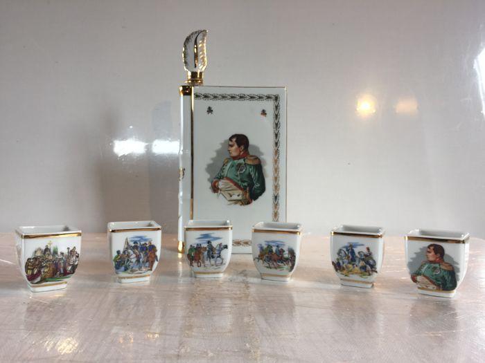 Napoleon - Cognac Service goud verguld 8 stuks porselein uit Limoges met historische decoratie van de keizer  Cognac dienst in porselein van LimogesFrankrijkDecoratie tracering van de grootse momenten in het bewind van de keizer NapoleonGoede conditieOorspronkelijke GLBEen kopje had een micro restauratie aan de rand (zie foto nr. 13)Gewicht: 07 kgCup maat: 4 cm breed x 43 cm hoogFormaat fles: 17.3 cm hoog (zonder dop) x 12 cm breedZorgvuldig verpakt en verzonden met tracking  EUR 55.00  Meer…