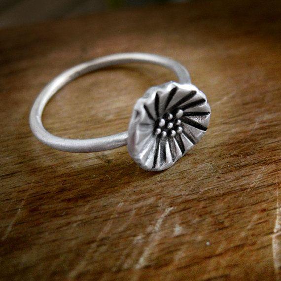 Flower ring in sterling silver. Handmade oxidized. by applenamedD