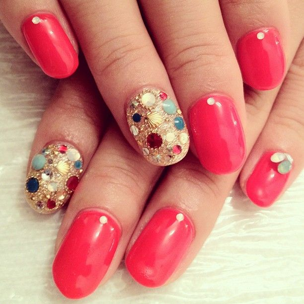 hana4art:    キラキラネイルがPoint☆蛍光レッドと合わせて目立つ事なし! #nail #nails #nailart #nailartclub #nailspot_anela #red #kirakira #shell #ネイル #ネイルアート #キラキラ #ストーン #蛍光 #hana4 (Instagramで撮影)    Ok, HELP! Where (online) can I find some cool gemstones and nail decor like these… I've been on the hunt for weeks now! Feels like it shouldn't be that hard. Urgh.