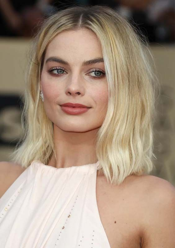 The center parted haircuts are one of those which are much popular among females in these days. There are alot of famous female celebrities who are sporting these beautiful haircut styles since last many years, So you may see them right now with amazing middle parted haircuts 2018.