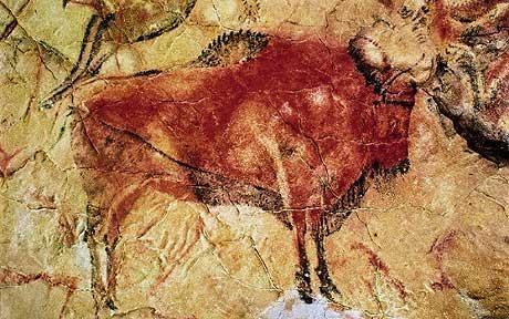 Altamira – jaskinia krasowa w  Hiszpanii.Odkryta w 1879 r. Jej wnętrze pokryte jest wielobarwnymi rysunkami powstałe w paleoicie. Sylwetki zwierząt. Kilkanaście żubrów (bizonów), jelenie, sarny, konie i koziorożce, oraz znaki geometryczne, malowane w trzech kolorach: czerwień,czerń i fiolet. W różnych pozycjach: klęku, skoku, upadku. Całe przedstawione stado bizonów (żubrów) znajduje się w ruchu. Na ścianach znajdują się także ryty antropomorficzne oraz odciski i kontury dłoni.
