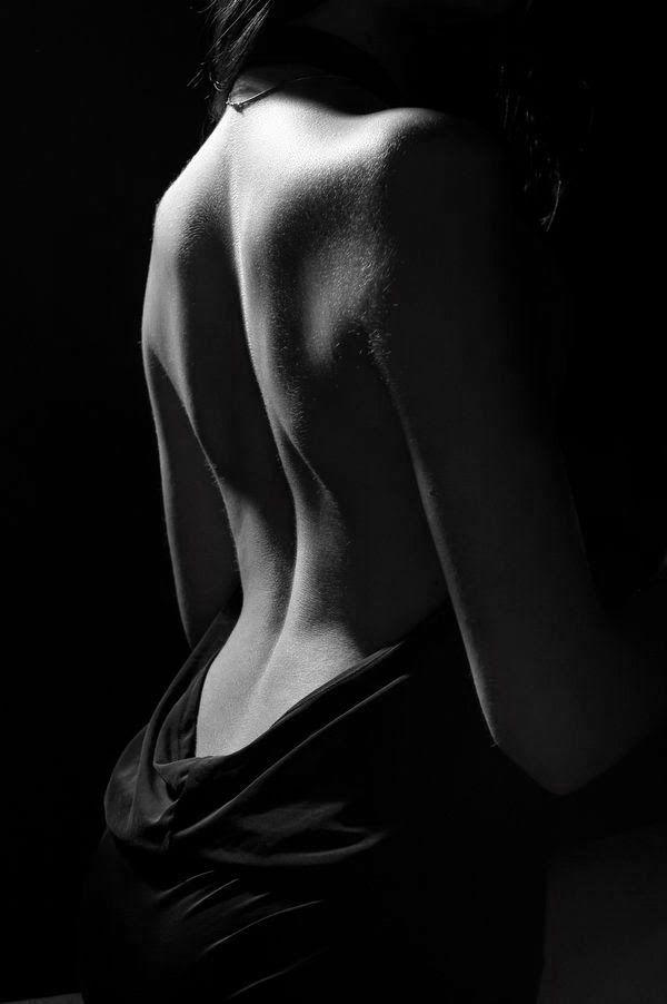 The curve of a woman's back. El almirante ruina.: 2014-05