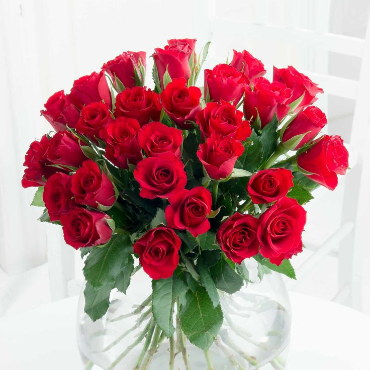 Simply 30 Sweetheart Roses - Stunningly simple, this beautiful collection of 30 sweetheart roses is sure to capture their heart. We think this is perfect for saying 'I Love You' all year round!