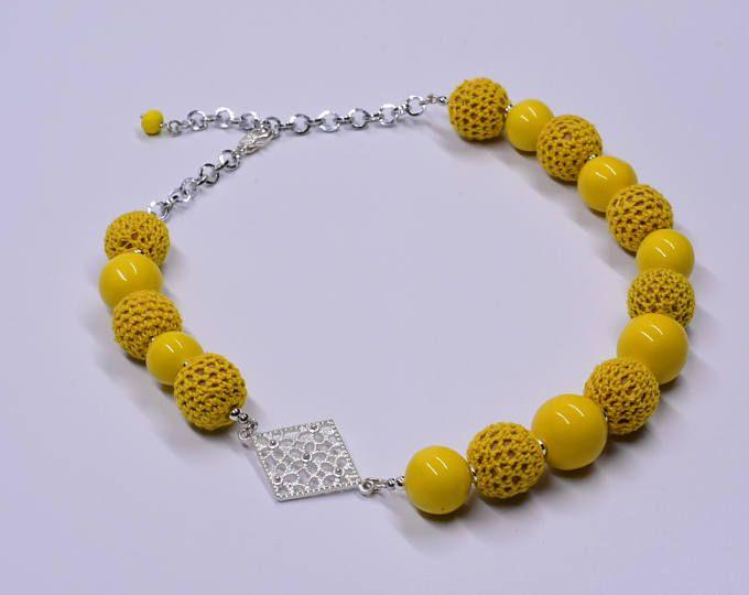 Collana asimmetrica ceramica uncinetto  gialla argento