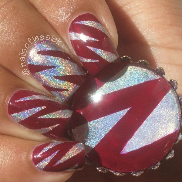 28 Glamour Nail Art- I'd try this in black and gold.