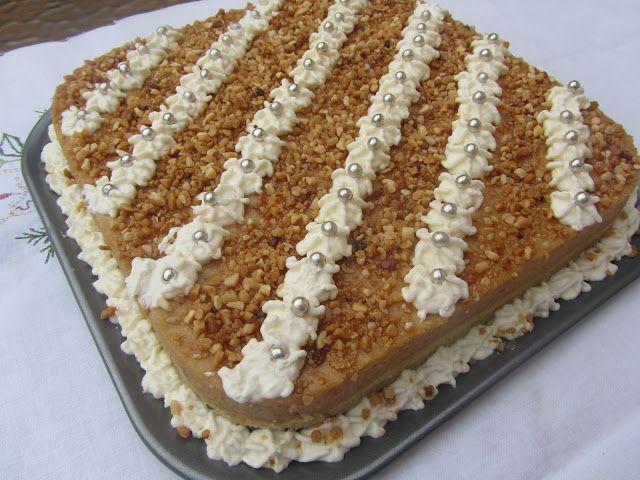Tarta de crema de turrón,cocina tradicional.