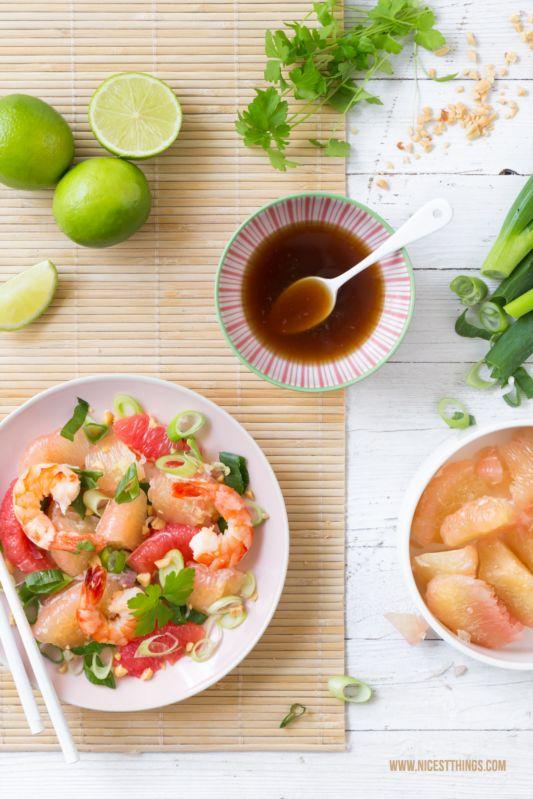 Thailändischer Pomelosalat mit Grapefruit und Garnelen