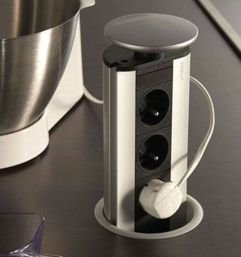 Indispensable sur le plan de travail. Nous l'utilisons régulièrement dans nos réalisations. http://www.societeaugusto.fr/exemples-de-travaux/cuisine-teck-et-granit/