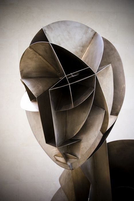 Cubist, which is usually found in paintings, executed here in metal. Sculpture / Naum Gabo