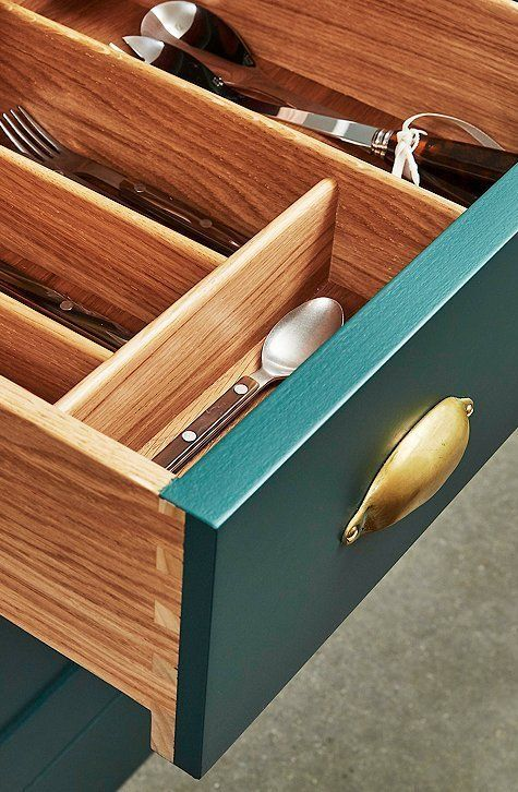 0cfb6aa4aaa28 The divided drawer makes it easy to organize flatware and other kitchen  accessories.