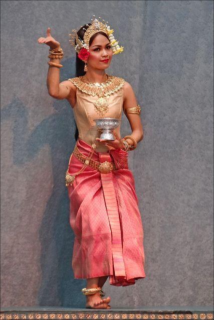 Ballet classique khmer (Cité de la musique) by dalbera, via Flickr