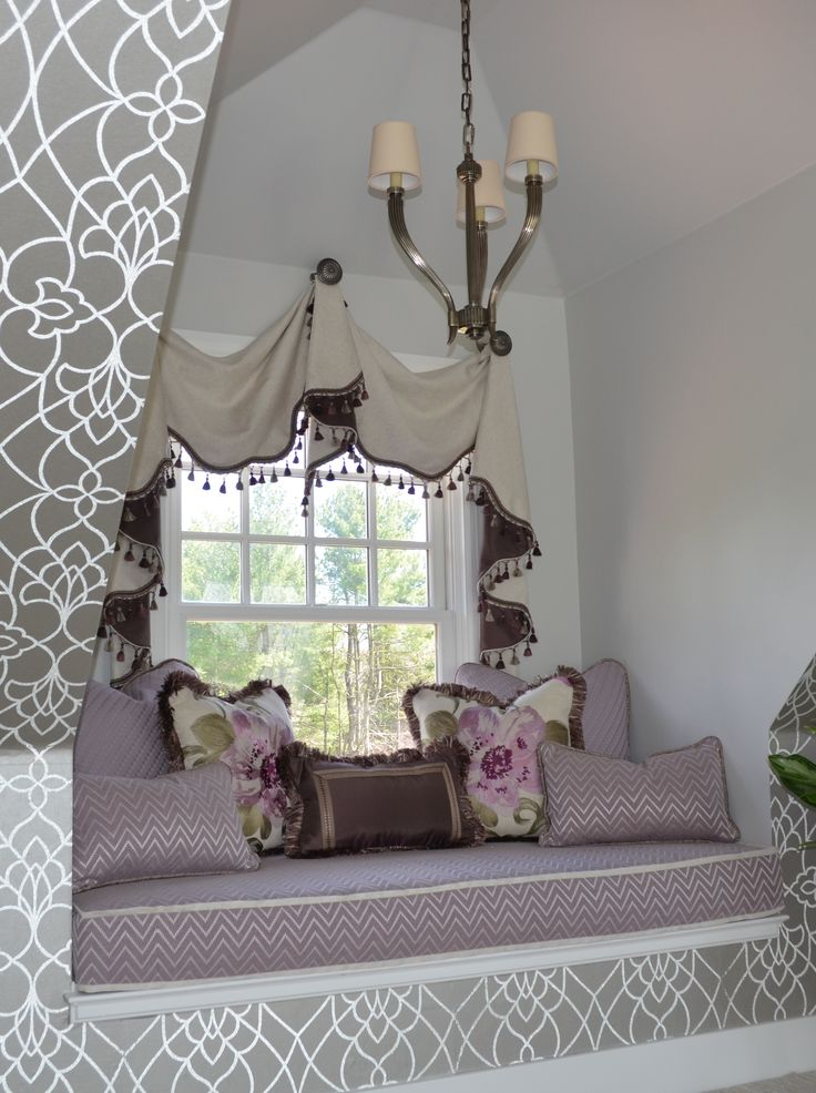 Pirouette wallpaper from the Candice Olson Modern