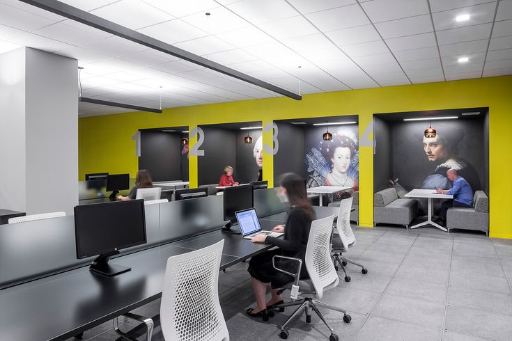 Deeper corridors can create the opportunity for touchdown work or meeting spaces.