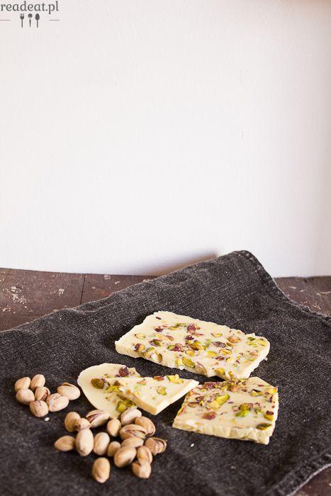 Vegan white chocolate with pistachios