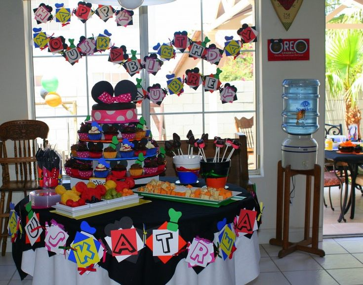 DIY Minnie Mouse Party By: http://mimisdollhouse.com/mickey-mouse-clubhouse-birthday/