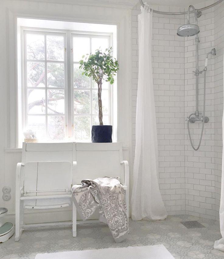 """""""Rise and shine ✨ Ha en mysig start på dagen   #badrum #baderom #bathroom #badrumsrenovering #badrumsinredning #badrumsinspiration #inredningsdesign…"""""""
