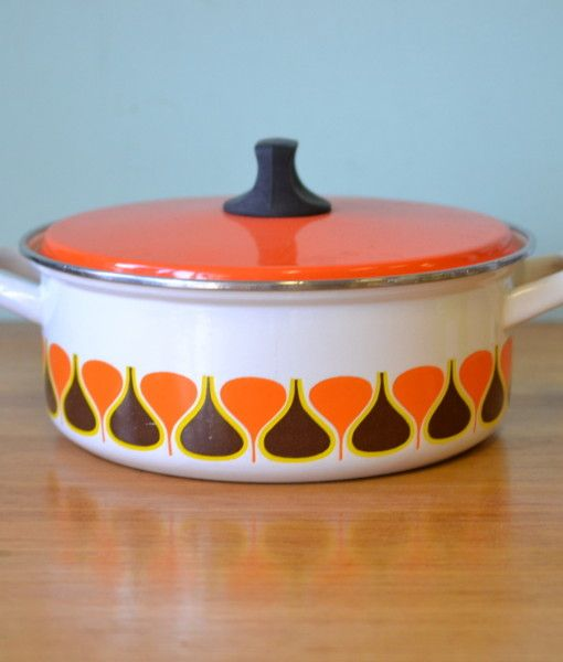 Retro enamelled Saucepan casserole dish