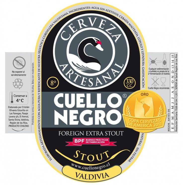 Cerveja Cuello Negro Stout, estilo Foreign Extra Stout, produzida por Cervecera Cuello Negro, Chile. 8% ABV de álcool.