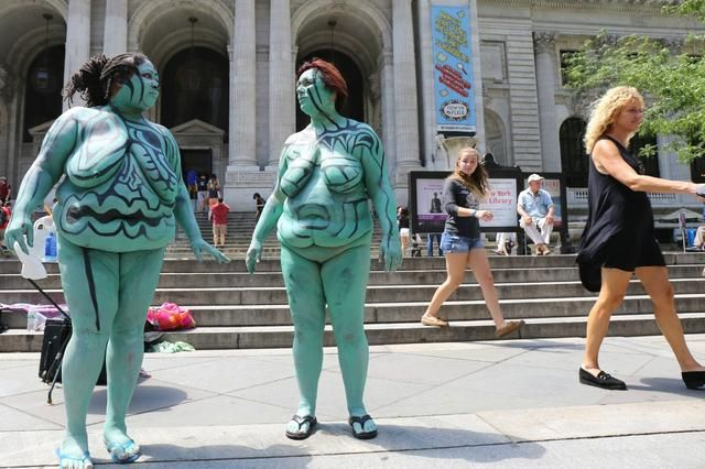 Nsfw Photos Plus Size Models Get Body Painted Outside