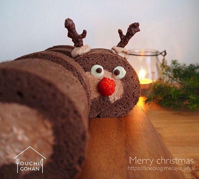 ouchigohan.jp 2017/12/22 18:52:14 delicious photo by @a.jinja . あと3日でクリスマス😍💕今週末はクリスマスパーティーをする人も少なくないのではないでしょうか👏🎉 今日はそんなクリスマスにピッタリな写真を見つけましたよ👀❣️ . こちらは、@a.jinja さんのトナカイのデコロールケーキ🦌✨トナカイの角はクランチチョコレート、イチゴで赤いお鼻を作ったサンタさんのあわてん坊のトナカイ仕様💕🎅💕 トナカイのひょっこりでてきた感じとか、ちょっと寄り目な感じ😶とかかわいすぎて思わず笑顔になっちゃいました😫💓 . まだクリスマスケーキが決まってない人はチャレンジしやすいデコアレンジなのでぜひ真似してみては🙋🔥 週末楽しいクリスマスパーティを楽しんでくださいね👏👏 . -------------------------- ◆#デリスタグラマー #delistagrammer を付けて投稿すると紹介されるかも!スタッフが毎日楽しくチェックしています♪ . [staff : おたつ]…