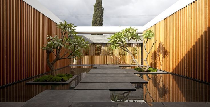 enclosed courtyard pool / Float House / Pitsou Kedem Architects