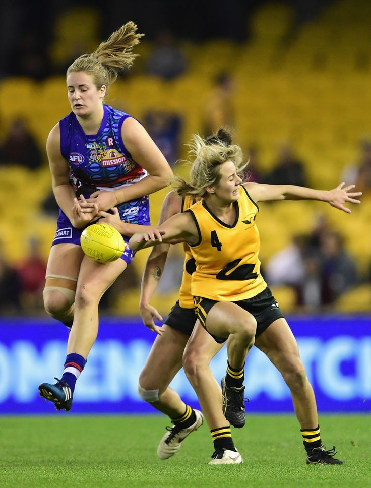 Demi Okely Ellyse Gamble of the Bulldogs attempts to mark infront of Demi Okely…