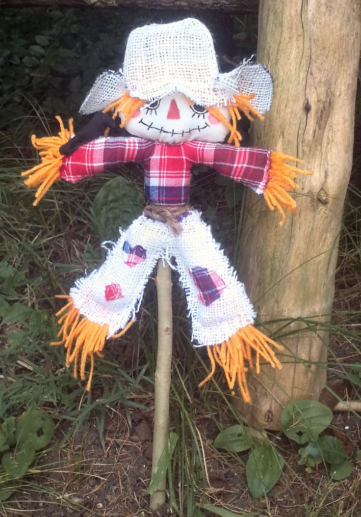 How to Make a Mini Scarecrow with Crow