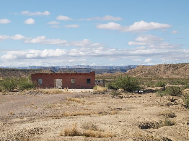 522 best images about adobe desert abandoned homes on for Adobe home builders texas