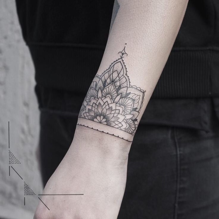 Mandala Bracelet @ rachainsworth tattoo in Berlin #neukölln @sticksandstonesberlin